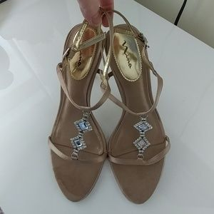 Nina strappy sandals with bling - Size 7.5M